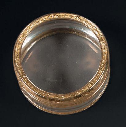 Boîte ronde en cristal de roche monté à cage...