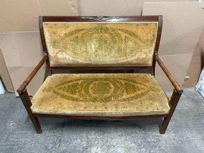 Canapé et chaise en acajou mouluré et sculpté...