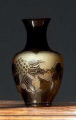 D'ARGENTAL Petit vase ovoïde épaulé et col conique sur talon annulaire. Épreuve en...