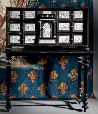 Cabinet en ébène et ivoire à décor de tableautins...