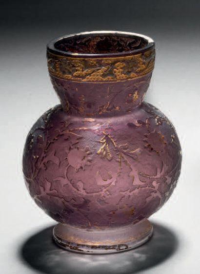 DAUM Petit vase à corps sphérique et col conique galbé sur talon. Épreuve en verre...