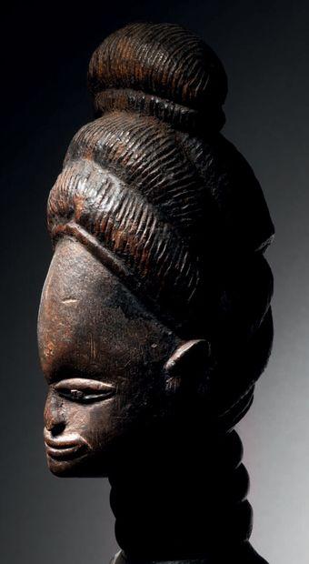 Ɵ Statue féminine Mende, Sierra Léone Bois à patine noire H. 67 cm Mende female...