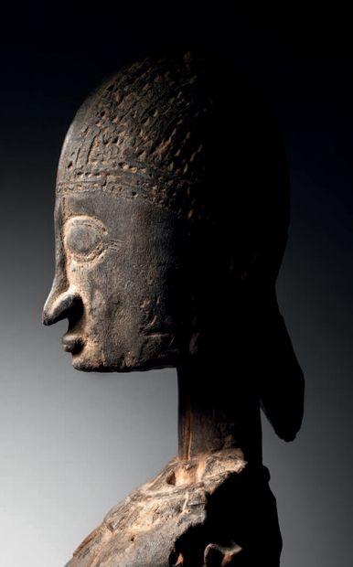 Ɵ Statue Dogon féminine debout, Mali Epoque présumée: 1700 Bois H. 66 cm Dogon...