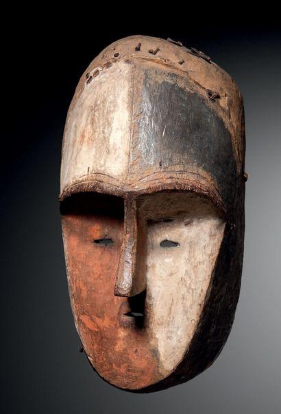 Ɵ Masque Aduma, Gabon Bois à polychromie...