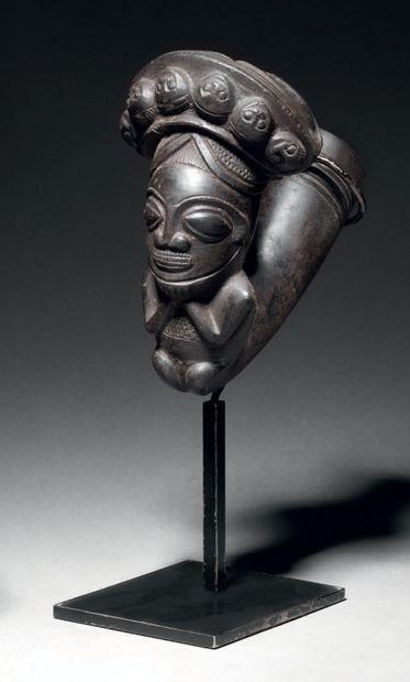 Pipe, Cameroun Terre cuite à engobe noir...