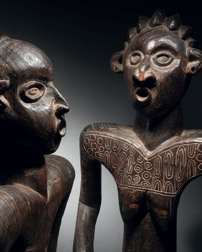 Couple de statues commémoratives, Peuple Bamiléké, Cameroun Première moitié du xxe...