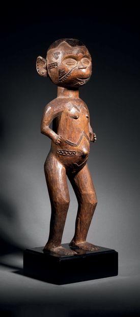 Ɵ Figure féminine debout Makonde, Mozambique...