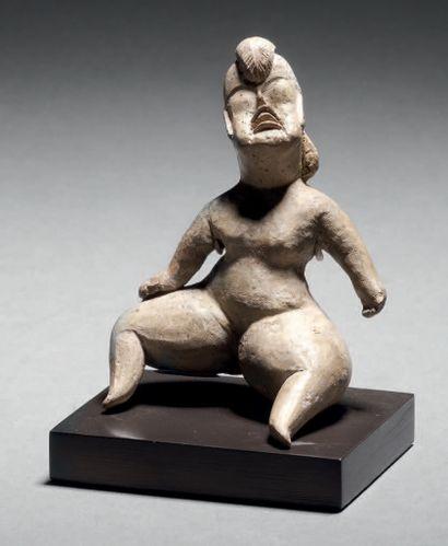 PETITE VÉNUS NUE ASSISE Culture Olmèque, Las Bocas, Mexique Préclassique moyen,...