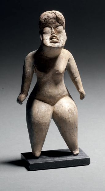 NUDED STANDING WOMAN Olmec culture, Las Bocas,...