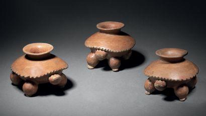 SET OF THREE TURTLE VESSELS Calima culture,...