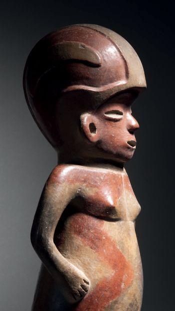 GRANDE FIGURE CASQUÉE debout AU CORPS PEINT Culture Tlatilco, vallée de Mexico,...