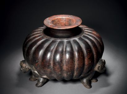 VASE - COLOQUINTE CARRIED BY THREE HUMAN...