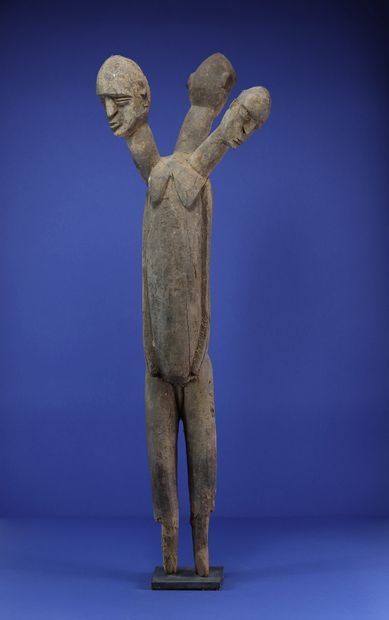 Rare et imposante statue figurant un corps...