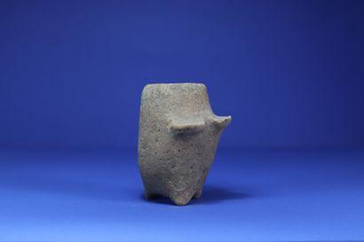 Charmante poterie rituelle figurant un corps...