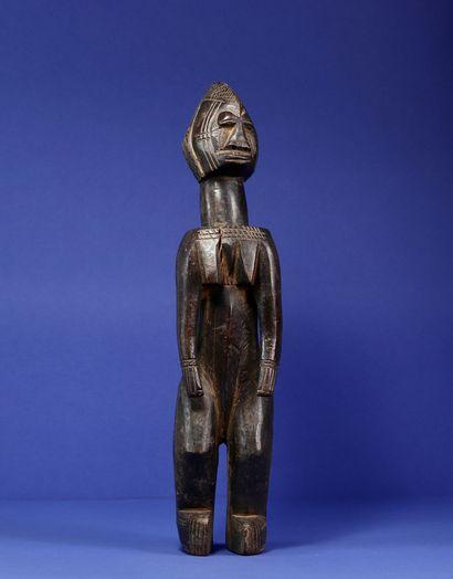Statue représentant un personnage féminin...
