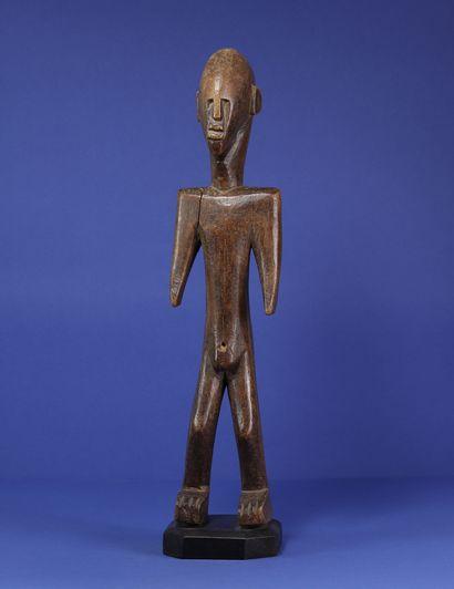 Statue masculine figurant un personnage...