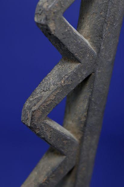 Crosse yo domolo dite « bâton de voleur », représentant une tête de cheval stylisée...