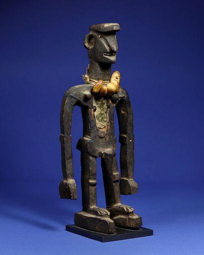 Statue masculine au style vigoureux, les...