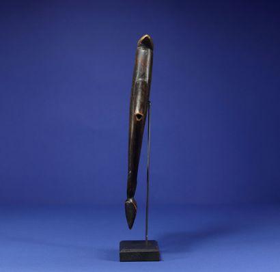 Sifflet. Bois. Un bras cassé et recollé. Nuna, Burkina Faso. H. 30 cm. Provenance...