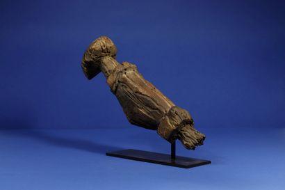 Statue représentant un quadrupède, les jambes en partie manquantes et l'ensemble...