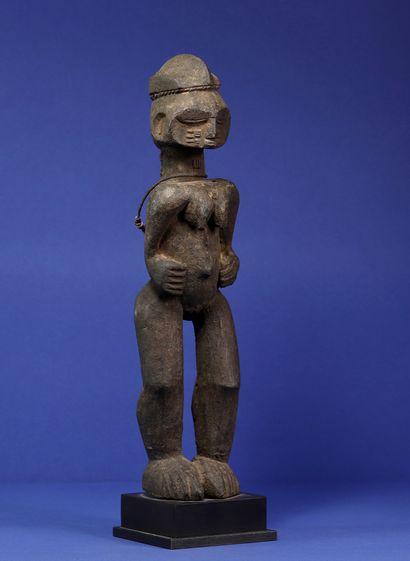 Intéressante statue représentant un personnage...