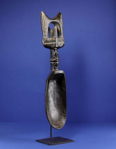 Cuillère wakemia, le manche décoré de motifs...