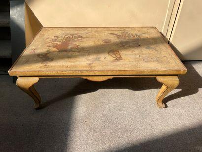 Petite table basse en bois laqué Plateau...