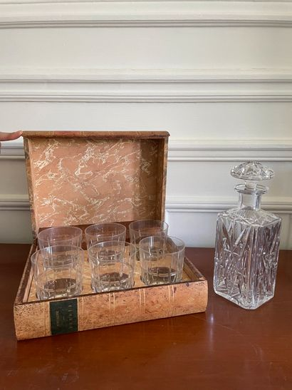 Whisky box Including six glasses in an imitation binding