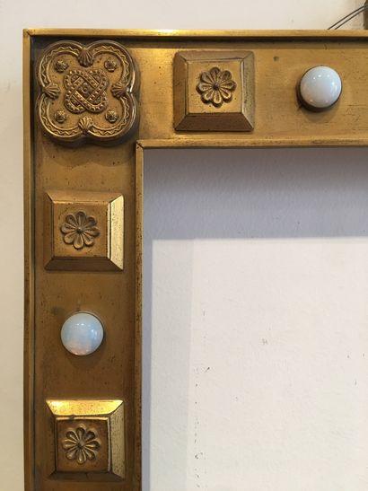 Cadre En laiton, à décor de cabochons de verre XIXème siècle 34 x 24 x 5 cm