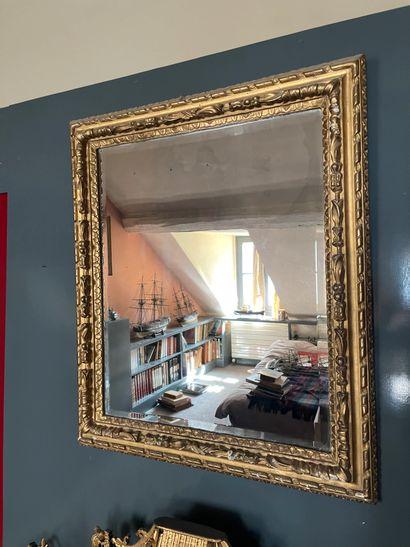 Miroir Cadre en bois stuqué et doré XIXème...