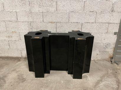 Grand piètement de table En métal alqué noir...
