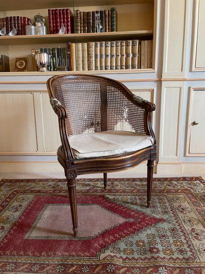 Deux fauteuils de bureau Le dossier enveloppant...