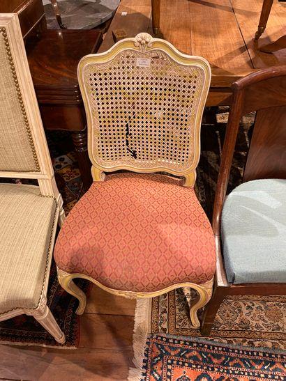Suite de quatre chaises en bois mouluré sculpté...