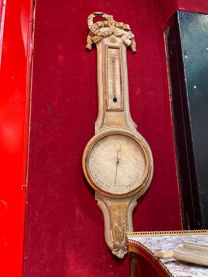Baromètre En bois sculpté laqué XVIIIème...