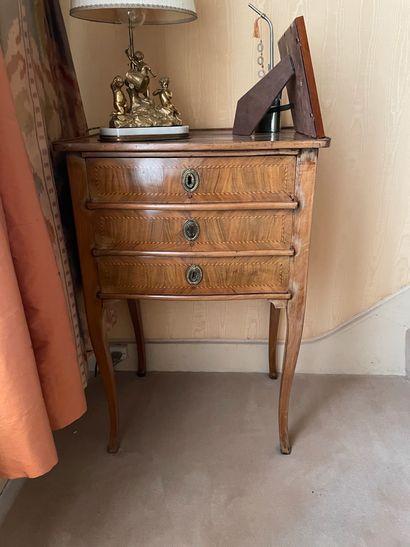 Petite table chiffonnière En bois de placage...