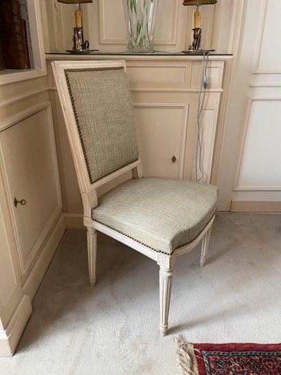 Suite de six chaises En bois sculpté laqué...