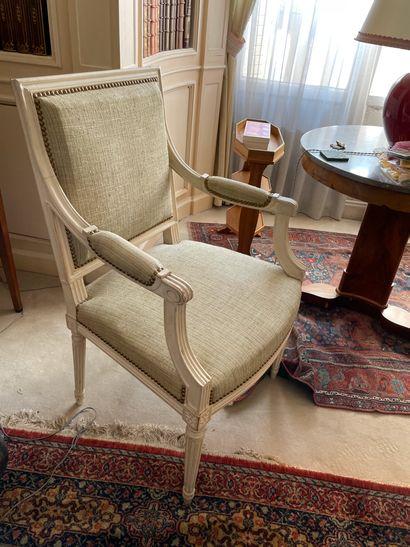 Paire de fauteuils à la Reine En bois mouluré...