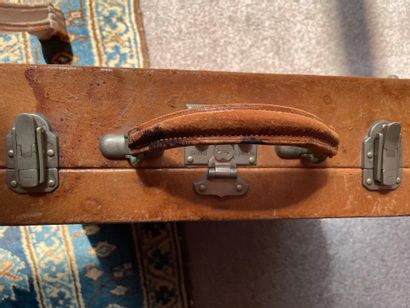 HERMÈS - Paris Small natural leather suitcase Signed on the clasp Small stains and...