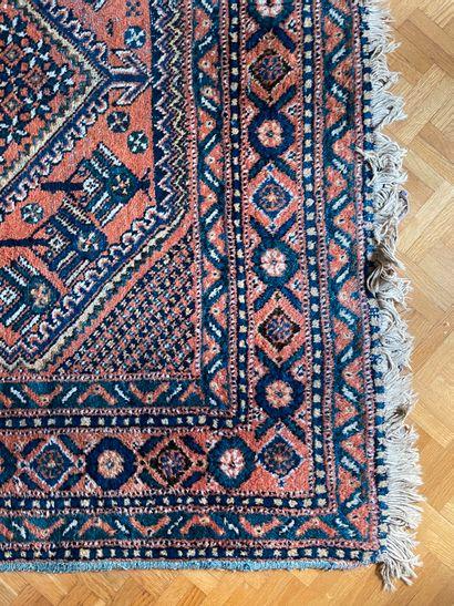 Grand tapis d'Orient A points noués Décor...
