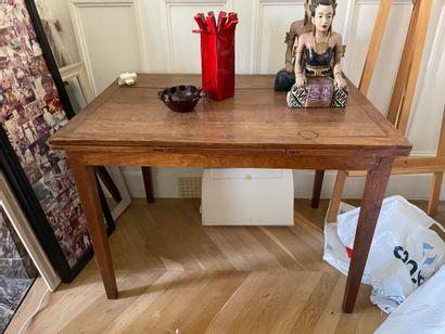Ensemble d'une table de style Louis XV à...