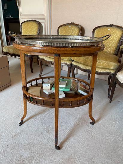 Petite table roulante A deux plateaux d'...