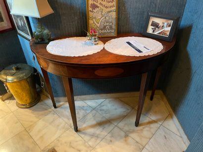 Table demi-lune En bois de placage XIXème...