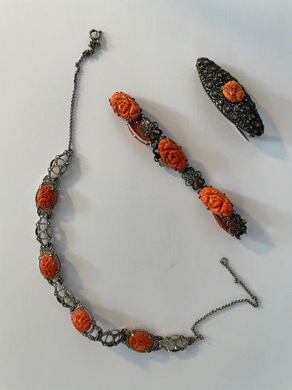 Parure en argent supérieure à 800°°° Comprenant un collier draperie, un bracelet...