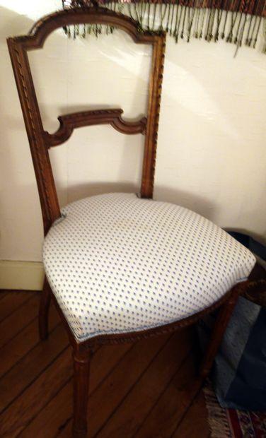 Paire de chaises en bois naturel sculpté...