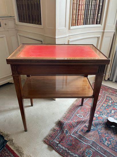 Petite table d'appoint A plateau déployant...