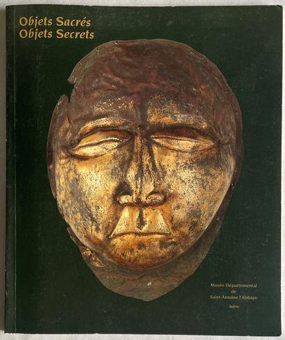 Objets Sacrés. Objets secrés, Musée Départemental...