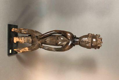 Statue Tiv, Nigeria  Bois à patine brune,...