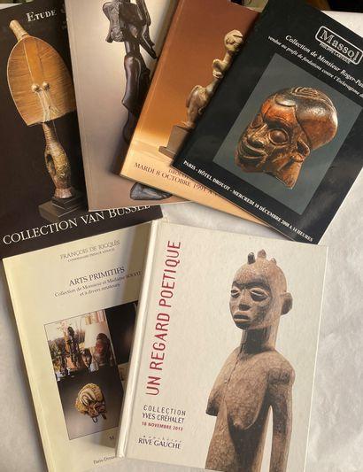 Lot de 28 catalogues de vente dont :  - Coll....