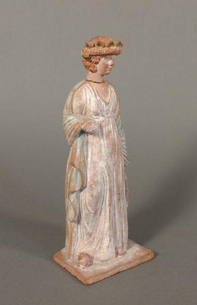 Lot comprenant une statuette péplophore debout et une tête féminine de Vénus.  Terre...