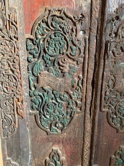 CHINE - Début XXe siècle  Porte en bois à...